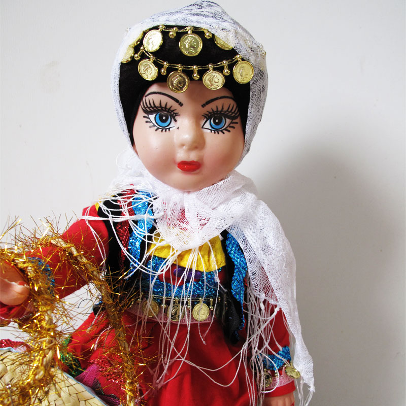 عروسک محلی گیلان رنگ قرمز