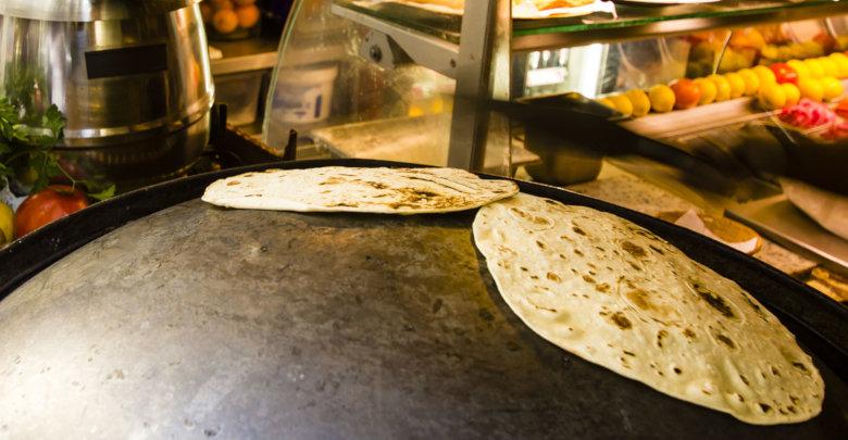 نحوه پخت نان با ساج به چه شکل است؟ + ویدئو